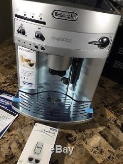 DeLonghi ESAM3300 Magnifica Super-Automatic Espresso/Coffee/Cappuccino/Latte