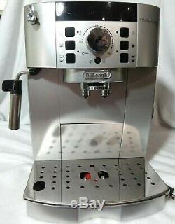 DeLonghi Magnifica XS Automatic Coffee/Cappuccino/Espresso Machine ECAM22110SB
